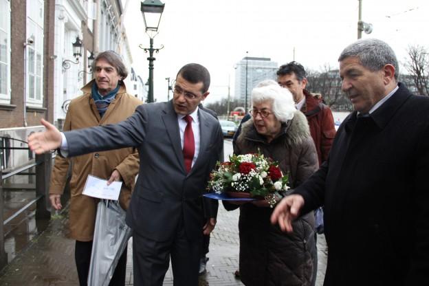 OJCM legt bloemen bij Turkse ambassade na aanslag Istanbul