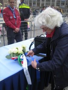 bloemen leggen 4 mei 2015
