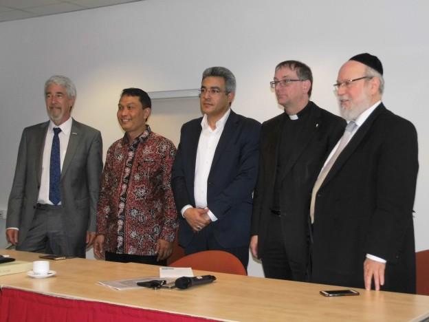 Studiebijeenkomst geweldsteksten, v.l.n.r. Jan Peter Schouten, Sahiron Syamsuddin, Yaser Ellethy, Ron van den Hout, Raph Evers