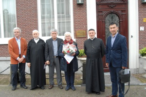 OJCM legt bloemen bij Libanese ambassade