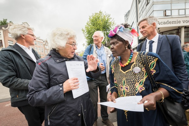 "23 August 2018, Amsterdam, Netherlands: A ""Walk of Peace"" on 23 August in Amsterdam gathers hundreds of young people and religious leaders who, as they stroll together, celebrating the ecumenical movement and challenging each other to accomplish even more. The walk offers moments of reflection and prayer at several houses and buildings - including a synagogue, the Sant' Egidio Community, the Armenian Church, and many others - all of which carried stories of blessings, wounds and transformation."